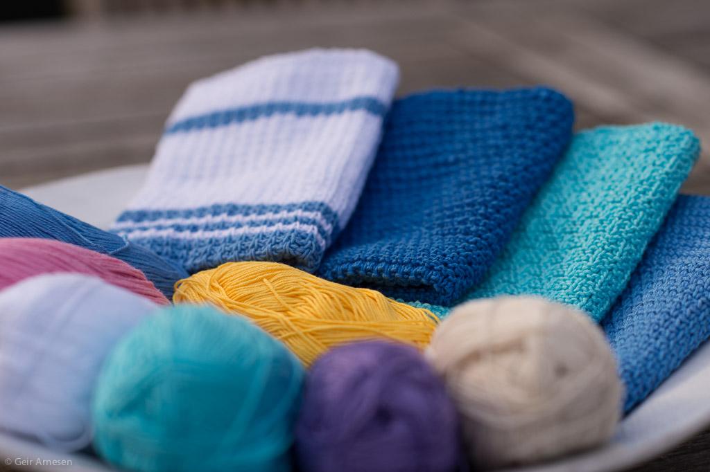 Mine fire første kluter fra klutealongen. Vil du være med å strikke, hekle eller hakke kluter i sommer!