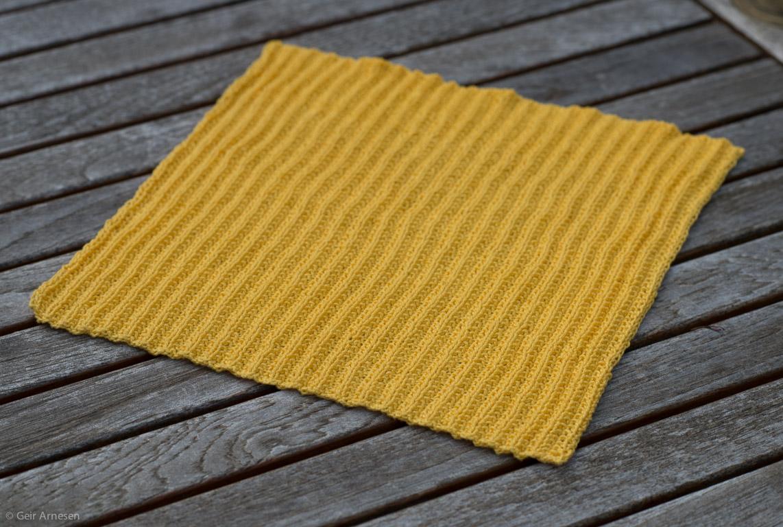 Strikket gul klut, oppskrift nr. 4