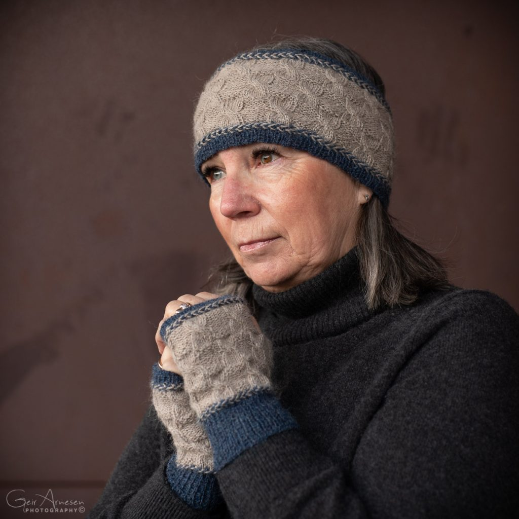 LIVE pannebånd og pulsvarmere – strikkeoppskrift